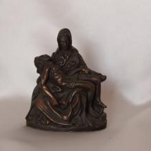 SP 030 cm 6x7,5 - Pietà in marmorina finitura rame bronzato