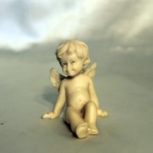 SP 031 cm 6x7 - Angelo seduto in marmorina