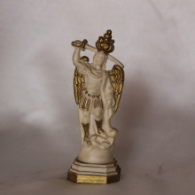 SP 027 cm 9,5 h - San Michele Arcangelo in marmorina con particolari decorati a porporina oro