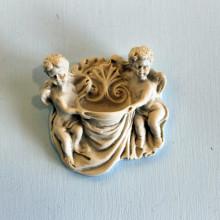 SP 005 cm 8x8 -Acquasantiera coppia Angeli in marmorina