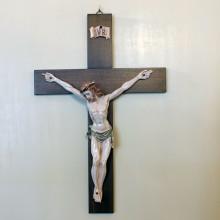 SP 051 cm 31x46,5. Gesù: cm 26x31 - Crocifisso in legno con Gesù in marmorina decorata a mano