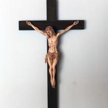 SP 050 cm 15x27 - Crocifisso in legno con Gesù in marmorina decorato a mano