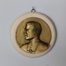 SP 079 diam. cm 17 - Medaglione Don Tonino Bello in marmorina finitura ottone bronzato su pannello laccato