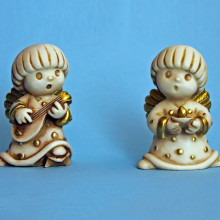 SP 117/5-6 - cm 5x7,5 - Angeli tondi in marmorina decorata